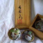 風俗画の描かれている九谷焼の盃