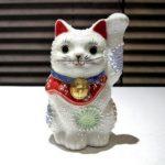 九谷焼の白い招き猫